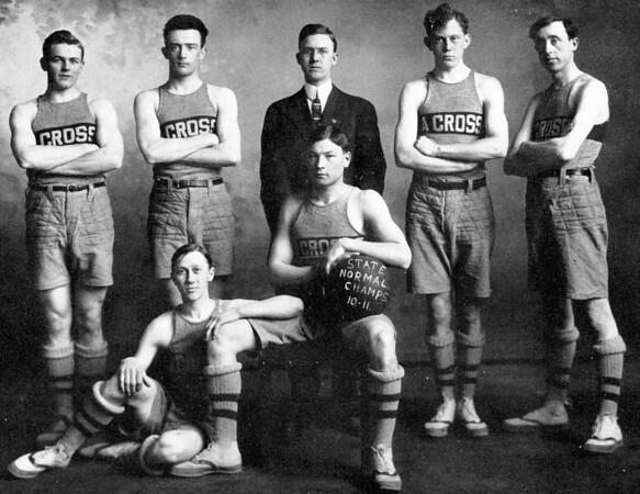 1911 UWL Basketball