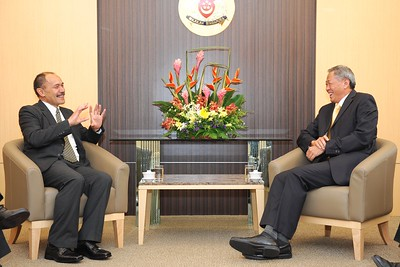 The Governor-General Designate Sir Jerry Mateparae makes a courtesy call on Singapore's Minister for Defence Dr Ng Eng Hen, 27 May 2011.