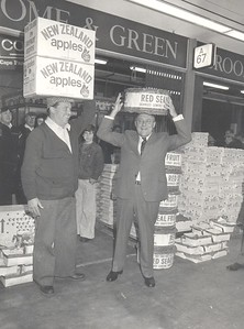 New Zealand Prime Minister Robert Muldoon with export fruit.