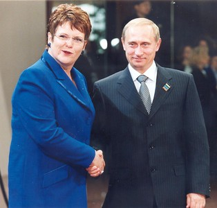 Russian Prime Minister Vladimir Putin and New Zealand Prime Minister Dame Jenny Shipley, 1999.