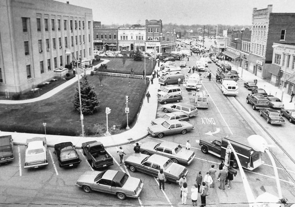 Photo by Paul Sancya. Howard County Courthouse bomb. April 15, 1987.