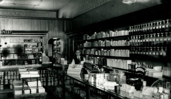 La Moille, IL Reed Drug Store 1915 2000dpi 012