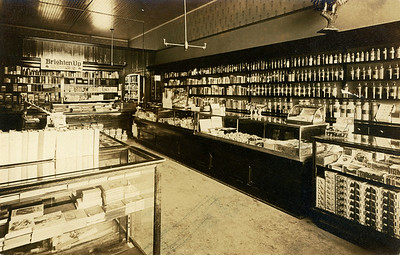 La Moille, IL Reed's Drug Store 1900dpi042