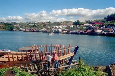 Constructores de lanchas en Castro (Chiloe).