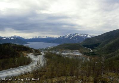 Bilde i serie fra Kjøpsvik i Tysfjord kommune. Norcem, dagbrudd nordøst for Kjøpsvik.