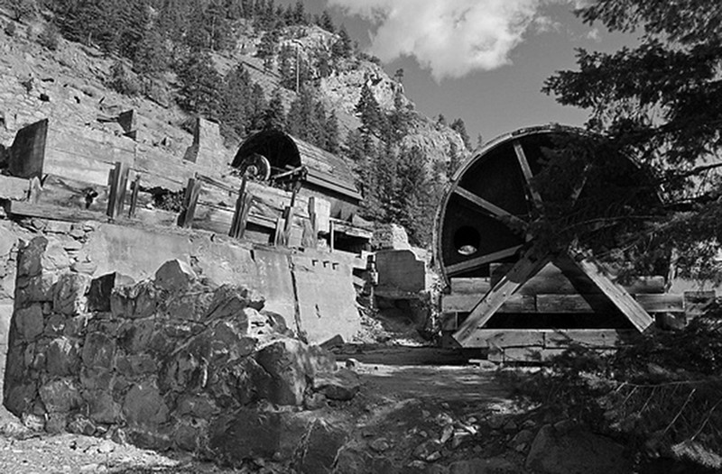 gold-mine-and-works-at-Hedley-BC-1-537x353