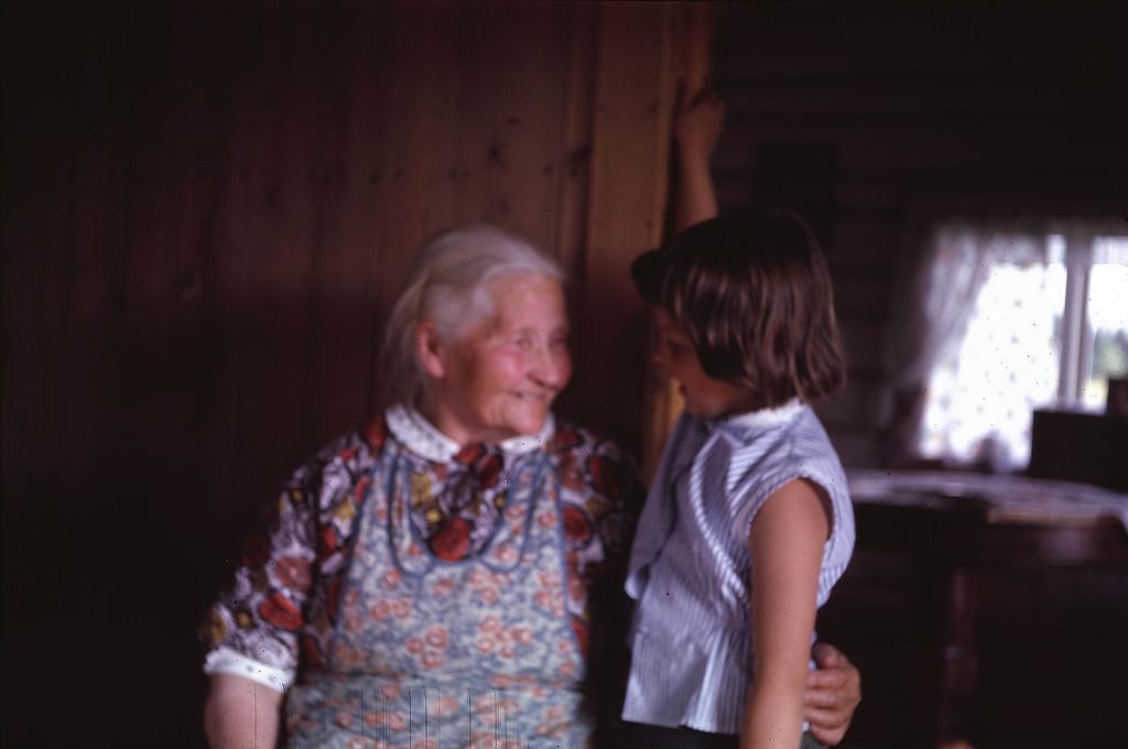 Laila og oldemor (?). Jeg VET at jeg har blitt fortalt, men husker jeg ... NEI!