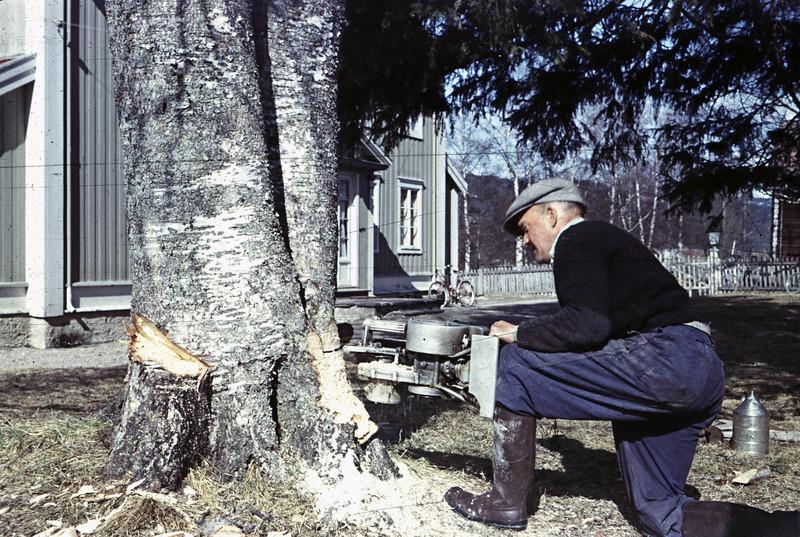 Carl Olsen Sponberg med Trysils første motorsag
