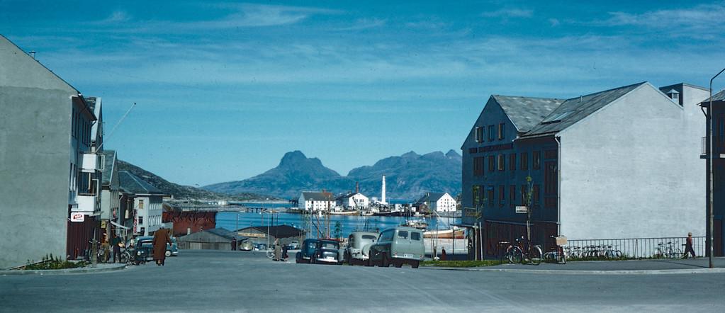 Gatebilde fra Bodø - En antagelse ut fra skiltet på bygningen til høyre