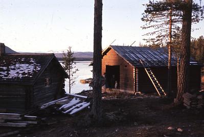 Hytta ved Vestsjøen under bygging