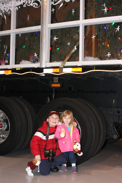 11/23/13 - Capitol Christmas Tree - Mack Trucks