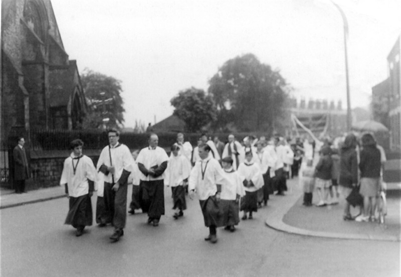 1967 Sermon Sunday, Graham Edge carrying the cross, John ? behind, then Frank Openshaw, Mark Sharrock, Philip Beale, John Ryan, Stuart Ryan.  Note large number of Sermon Singers.