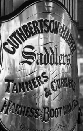 Saddler's sign