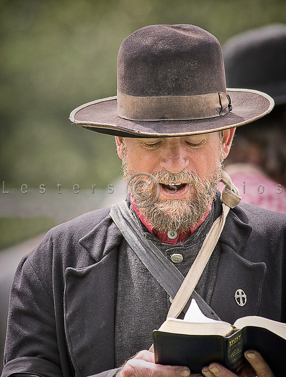 Confederate Chaplain Reading - 8394