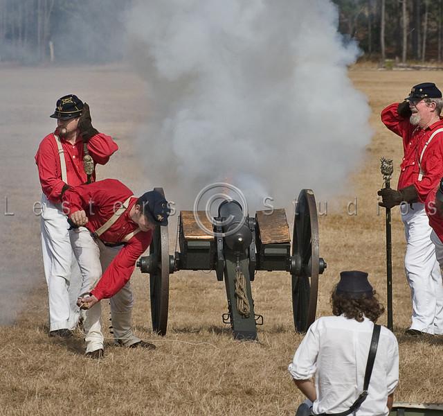 Union Cannon fires