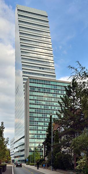 457px-Basel_-_Roche_Tower_-_September_2015_11_edited-1