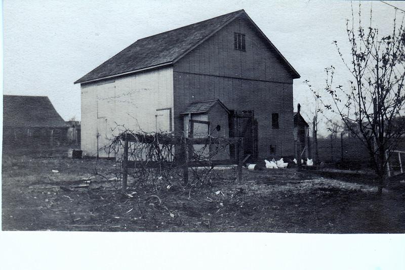 Agawam  814 Main St Barn