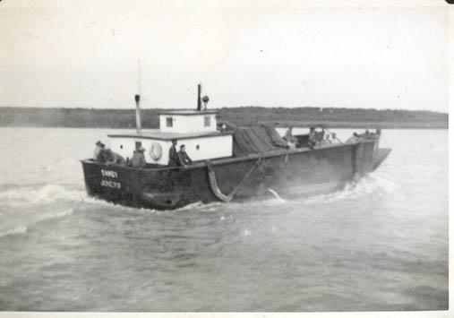 1948_Sandy_power_scow_bristol_Bay_sailboats