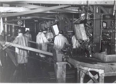 CRPA_cannery_1939_slimming_naknek_bristol_bay
