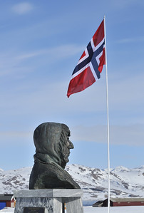 Amundsen Memorial & Norwegian Flag, Ny Alesund