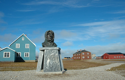 Amundsen Memorial, Ny Alesund
