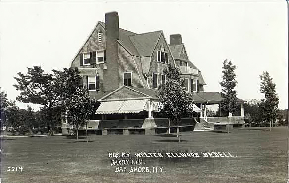 Summer residence of Walter Ellwood Bedell, Saxon Avenue, ca. 1910. <br /> <br /> This 12-acre waterfront property was sold in 1927 for $125,000 to stock broker Beverley M. Eyre.