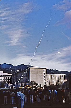 4*Wed, Jan 15, 1969<br /> *People: crowd<br /> Subject: air art<br /> *Place: UC Berkeley<br /> Activity: <br /> Comments: