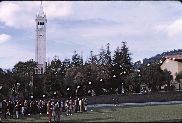 "3*Wed, Jan 15, 1969<br /> *People: crowd<br /> Subject: string of balloons ""air art""<br /> *Place: UC campus near pools<br /> Activity: <br /> Comments:"