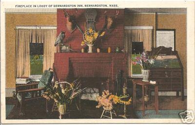 Bernardston Fireplace & Library Of Inn