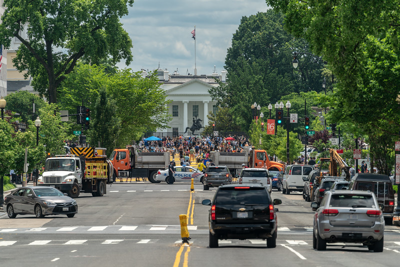Looking south on 16th ST NW towards The White House.