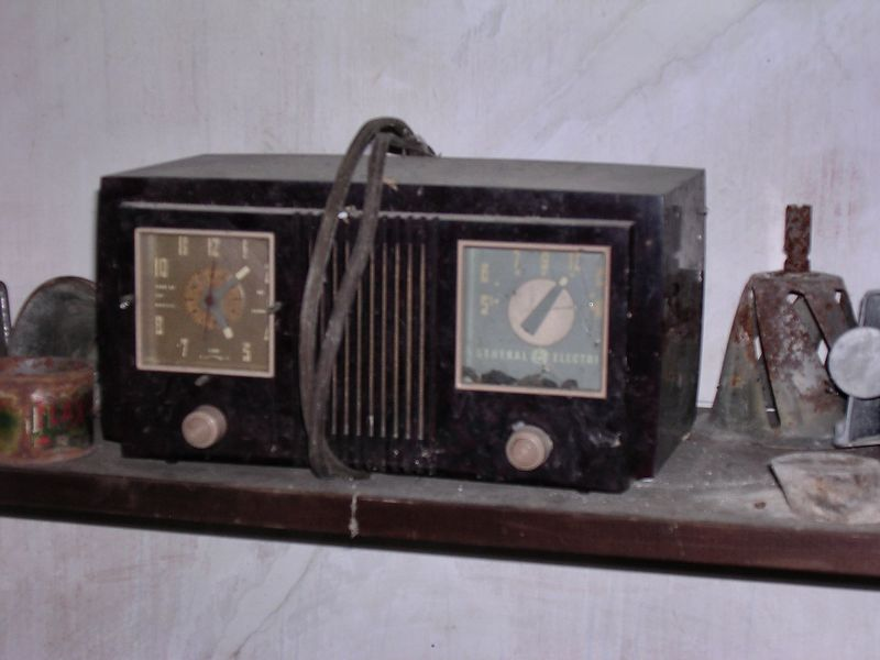 """An old General Electric clock radio. Note the <a href=""""http://members.aol.com/djadamson3/tube40.html"""" target=""""_blank"""">1940s-style</a> square dial and clockface, <a href=""""http://ask.yahoo.com/ask/20001002.html"""" target=""""_blank"""">bakelite</a> case, and the fact that it is AM only.<br><br> When I was a small child we had a radio that looked very much like this one (except that it was just a radio, with no clock)."""