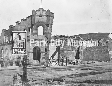 Park City Bank (450 Main Street) after the Great Fire of 1898 (Image: 1984-76-11, Leland Jerome Paxton Collection)