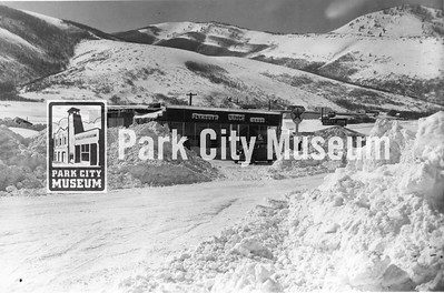 Fritch garage at Lower Park Avenue and Kearns. Owned by Johnny Fritch, highly respected community member. Iron Mountain on right. Circa 1930's.  (Image: 1984.11.17, Kendall Webb Collection)
