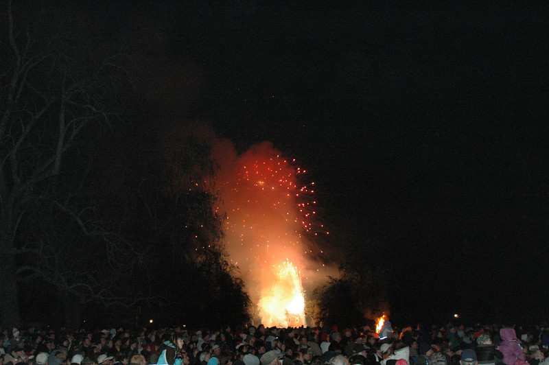 COLONIAL WILLIAMSBURG'S GRAND ILLUMINATION 12/06/09