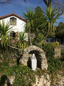 La Virgen in front of Asistencia Santa Ysabel.