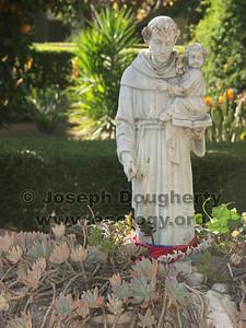 Garden statue at Asistencia San Antonio de Pala.