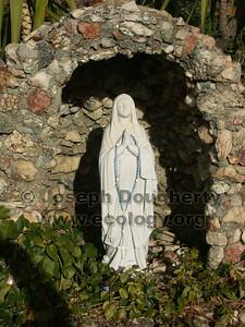 Statuette of La Virgen.