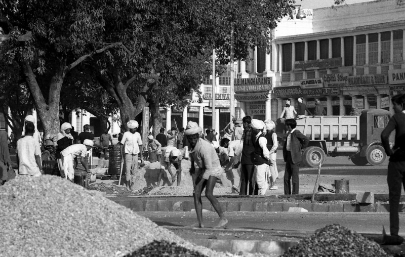 Road crew, Connaught Place.
