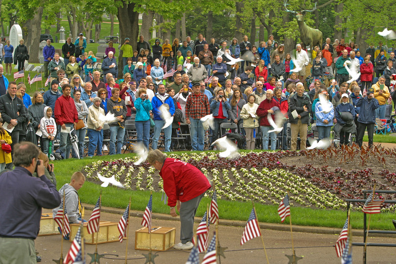 Releasing of the Doves - Lakewood Cemetery - Memorial Day Ceremony (2013)