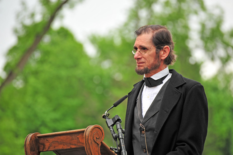 Reading of the Gettysburg Address - Abraham Lincoln (reenactor) - Lakewood Cemetery - Memorial Day ceremony.