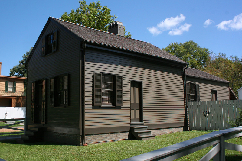 Charles Arnold House (ca. 1830's) - Charles Arnold was one of Lincoln's important political friends.  He served as County Sheriff twice for the Whig Party.  Arnold lived here from 1850-1879.