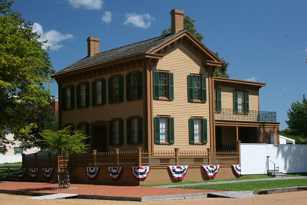 Lincoln's home has been restored to its appearance when he left for Washington DC in 1861.  Lincoln lived here for 17 years and made a number of changes to the looks of the home over the years as you can see in the following pics...