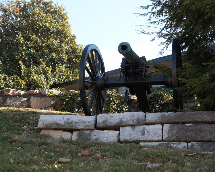 The Confederate position on Missionary Ridge, Chattanooga, Tennessee was assaulted and overrun by 4 divisions of the Army of the Cumberland.