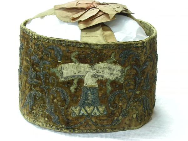 E  Crown 1601 Crest