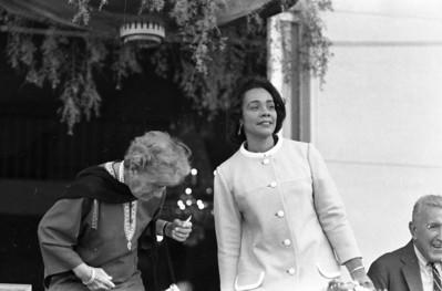 Mrs. Stebb Bowels, Correta Scott King, Ambasador Chester Bowles.