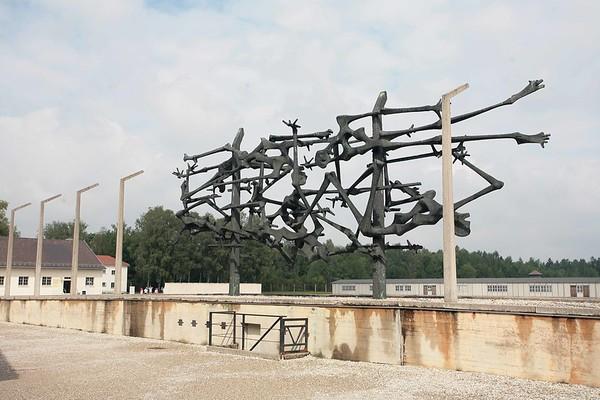 dacau monumento vittime