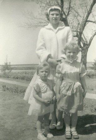 Agnes, Loana, and Beth (top left)