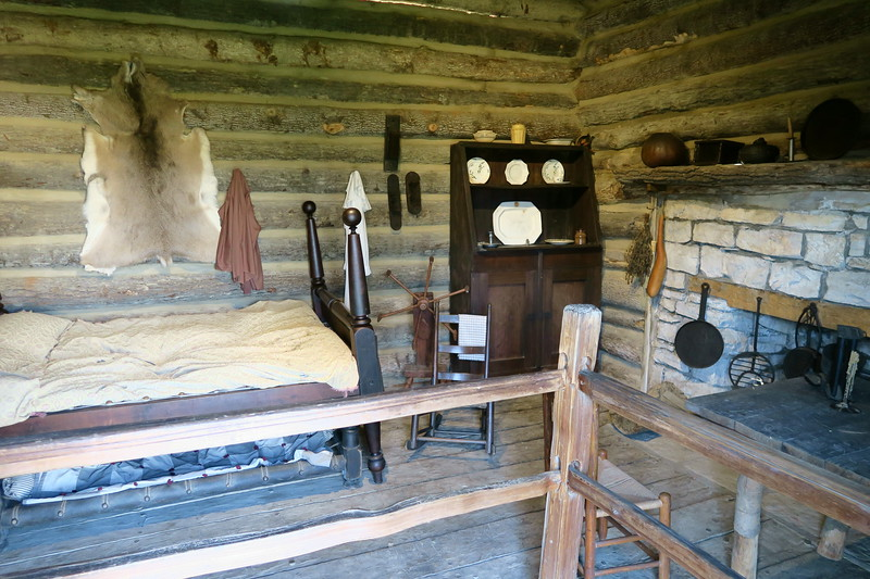 Mark McGohon Cabin (interior)