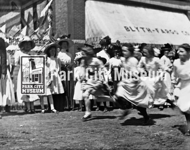 Girls race at the 4th of July parade, ca.1910s (Image: 1990-31-17, Bea Kummer Collection)
