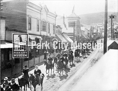 Main Street funeral procession after the Daly-West Mine explosion killed 35 miners at the Daly-West Mine and the Ontario Mine. July, 1902. (Image: 2002-26-13, Kendall Webb Collection)